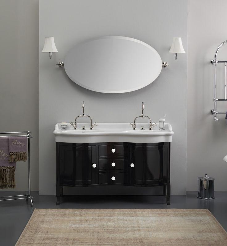Magnifico lavabo doppio in ceramica retrò su mobile in legno provenzale.