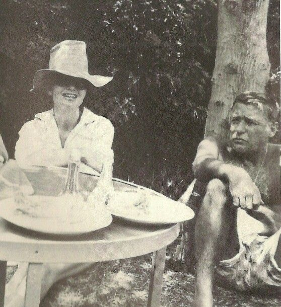 JACQUELIENE LEE BOUVIER KENNEDY ONASSIS RELAXING IN HAWAII WITH RECENTLY DIVORCED BROTHER-IN-LAW PETER LAW FORD,  1966