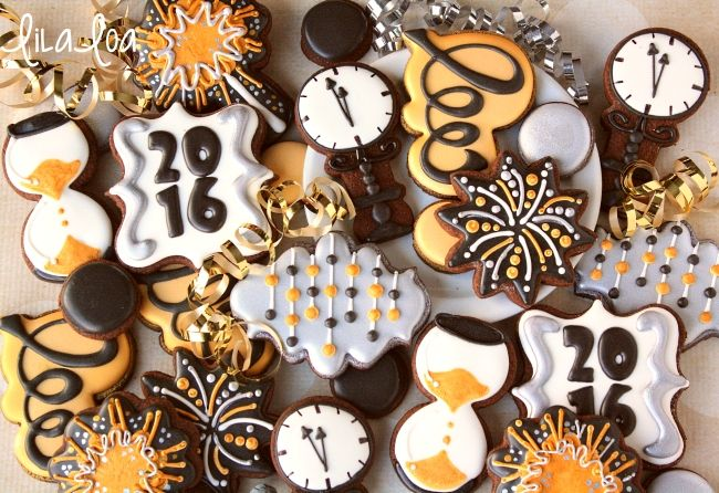 LilaLoa: Decorated Clock Cookies for New Year's Eve