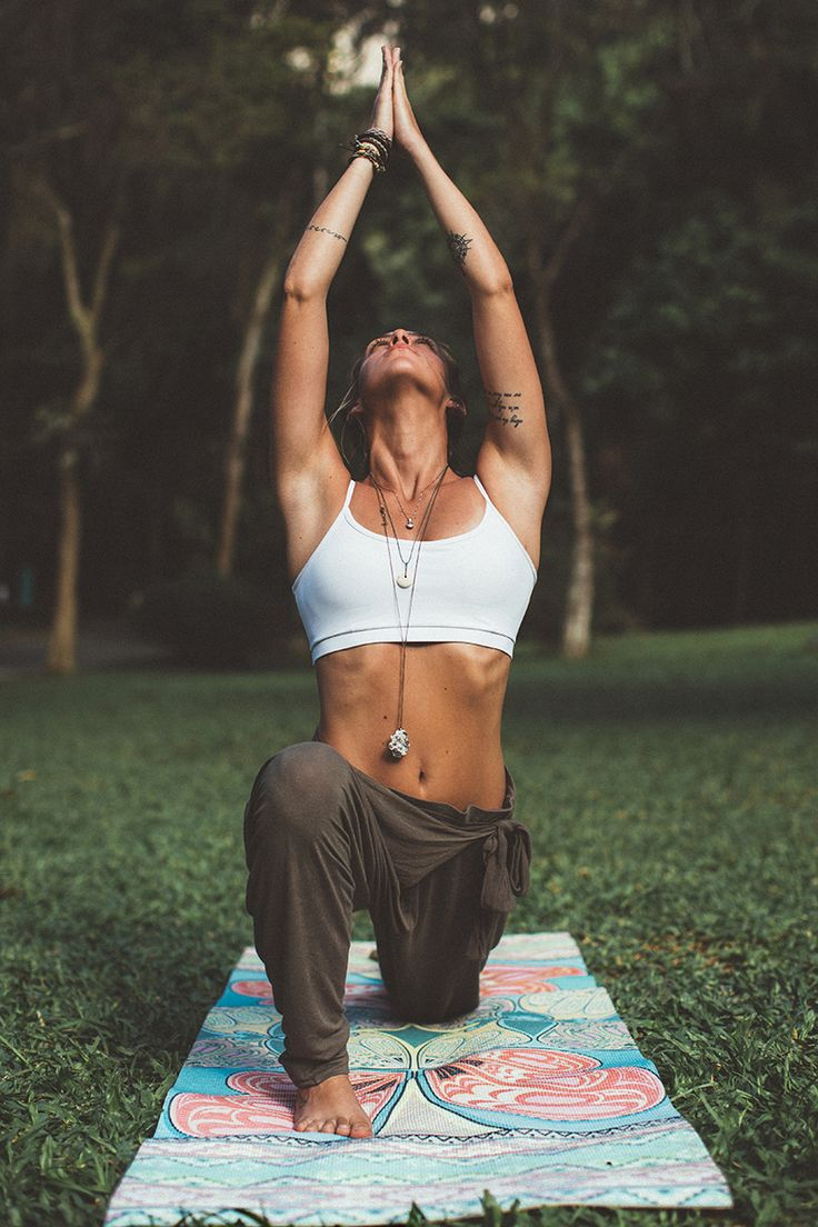 crescent lunge | yoga #livingthegreen