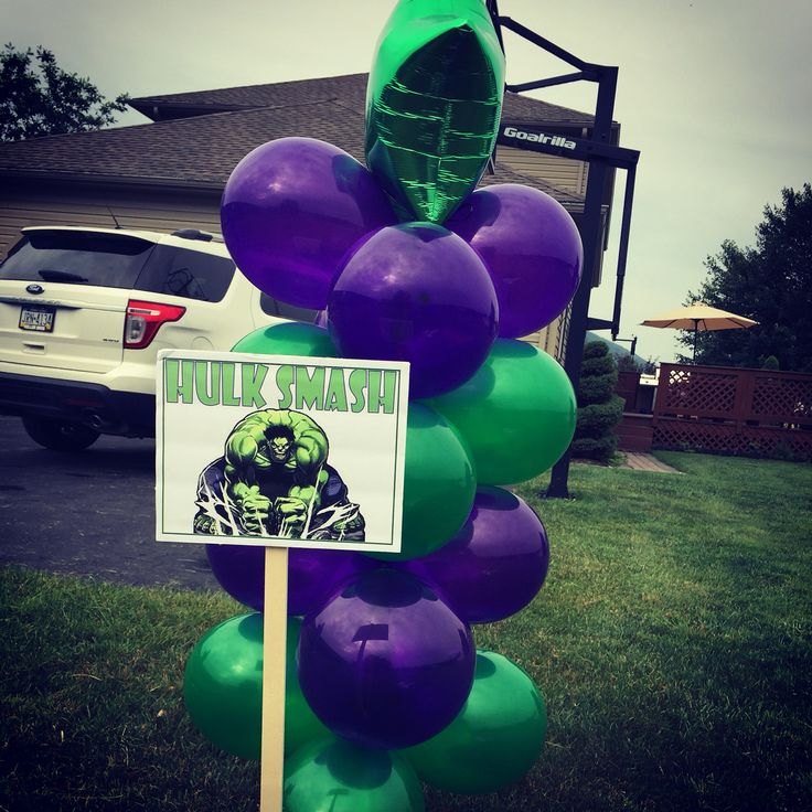 Hulk Smash sign and balloon pillar