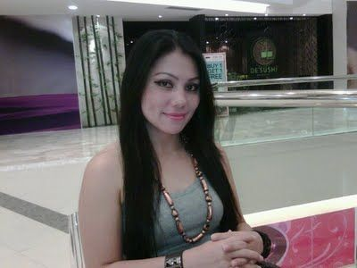 Tante Dina Yang Seksi dari Jakarta di http://tantegirang.mobi