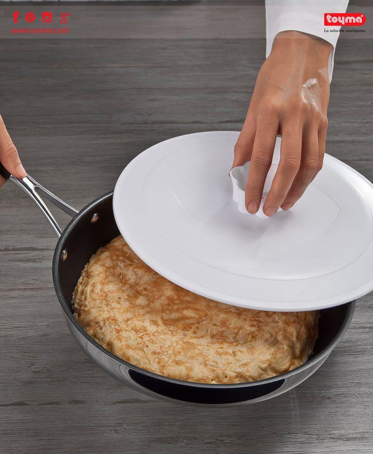 ¡Qué buena está la tortilla española!  Y más si cuando la cocinamos le damos la vuelta y se desliza con facilidad ☺ Toda la info >> http://toyma.com/catalogo/cocina/para-concinar/vira-tortillas-28-cm-id1483  #Toyma #cocina #cocinar #tortilla #española #tortillaEspañola #tapa #virar #darlelaVuelta #deslizar #fácil