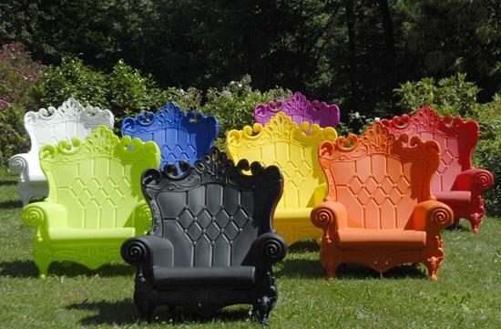 Hele voute plastic stoel, dus die wil ik!  WOW! Design Products (Nederland)  Queen of Love