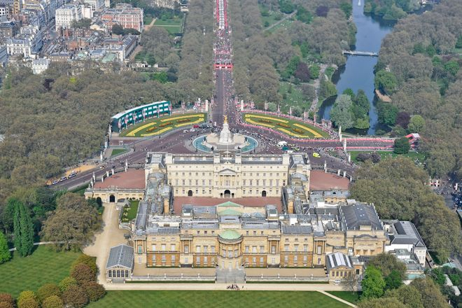 An aerial photograph of Buckingham Palace and the Mall during a London Marathon