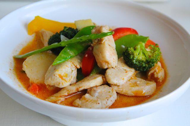 Thaisoppa med kokosmjölk & krispiga grönsaker