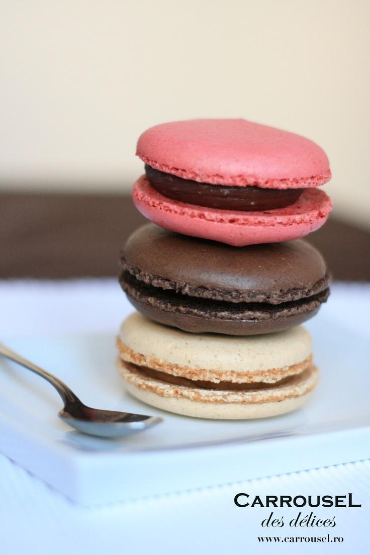 Macarons fondant Măr Caramelizat, Ciocolată şi Zmeură.