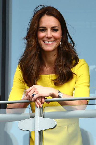 Kate Middleton Photos - Catherine, Duchess of Cambridge watches on over the outdoor courts during the Wheelchair Singles matches on day ten of the Wimbledon Lawn Tennis Championships at the All England Lawn Tennis and Croquet Club on July 7, 2016 in London, England. - Day Ten: The Championships - Wimbledon 2016
