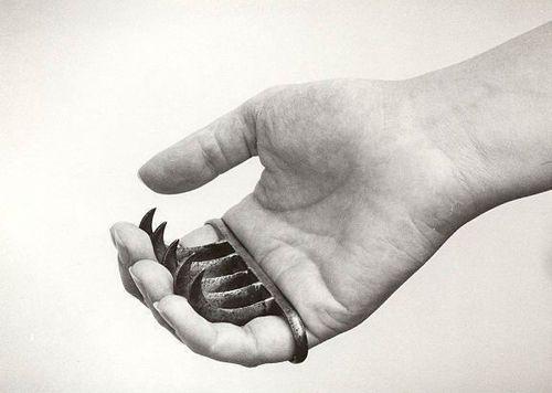 girl's version of brass knuckles… meeeerwwwwww…fiff..fiff!!!!