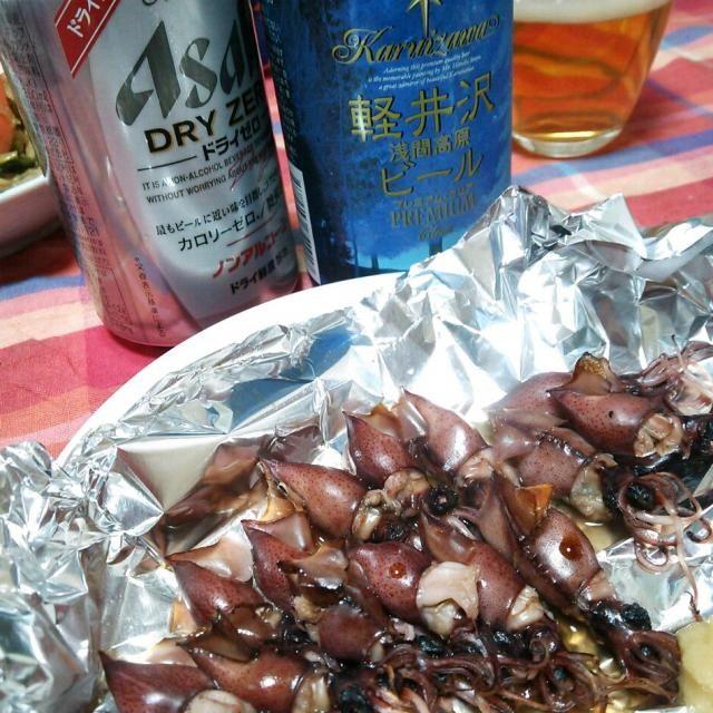 北陸新幹線開通記念…?なのか富山県産ホタルイカをゲットしたので、以前から気になってたhisokaさんのレシピでおつまみにしました!  いつも酢味噌で食べるホタルイカがこうすると香ばしくてイカの風味も倍増。美味しくてビール(ノンアル)にも合う~♪ - 196件のもぐもぐ - hisoka7さんの蛍烏賊のホイル焼き by tommysaku