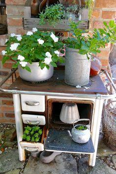 Bepflanzte Objekte vom Schrott