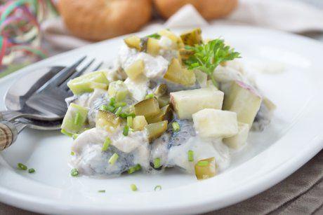 Dieser Matjessalat schmeckt besonders in der Faschingszeit. Das Rezept ist laktosefrei.