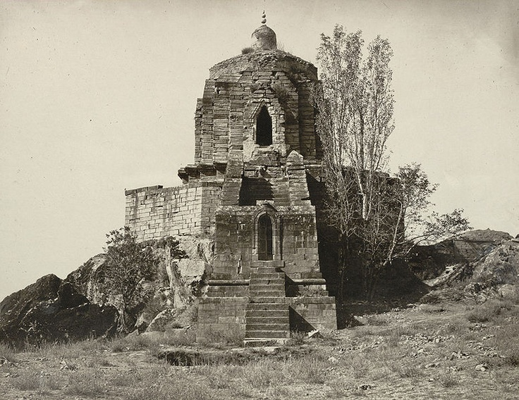 The Shankaracharya temple in Jammu and Kashmir can be seen set on the top of a hill which is around 110 feet high above the ground level. http://www.mapsofindia.com/jammu-kashmir/tourism/shankaracharya.html
