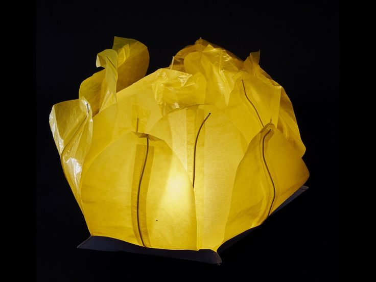 Ninfea Galleggiante di carta di riso gialla.Diametro 50 cm. Sono inclusi la candela, il manuale e il pennarello. Riutilizzabile, basta cambiare la candela.Istruzioni, la preparazione è molto facileScrivere...