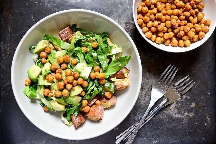 Quoi de plus délicieux et de plus facile que ces pois chiches rôtis, épicés et croustillants ? Parfait sur une salade, ou simplement à grignoter à l'apéro.