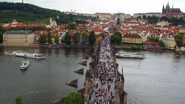 Podul Charles vazut din turn O vacanta in Praga in imagini - galerie foto. Vezi mai multe poze pe www.ghiduri-turistice.info