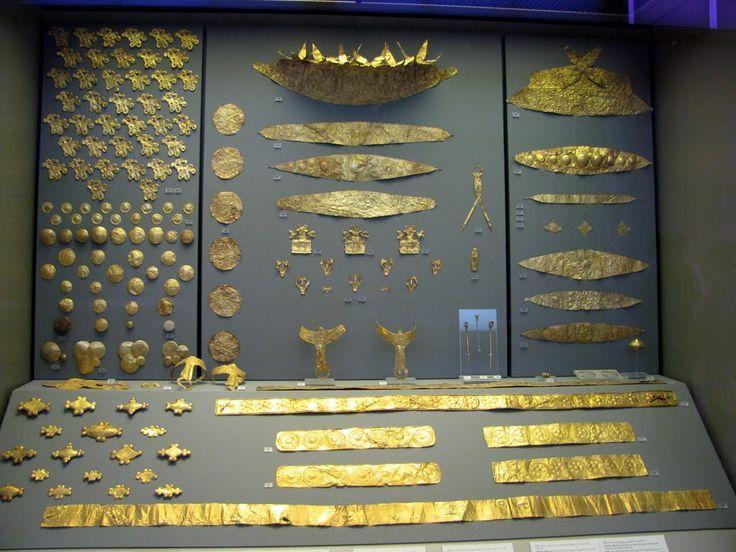 Corredo funebre, ca 1500 a.C. oro a sbalzo, da Micene. Atene, Museo archeologico nazionale