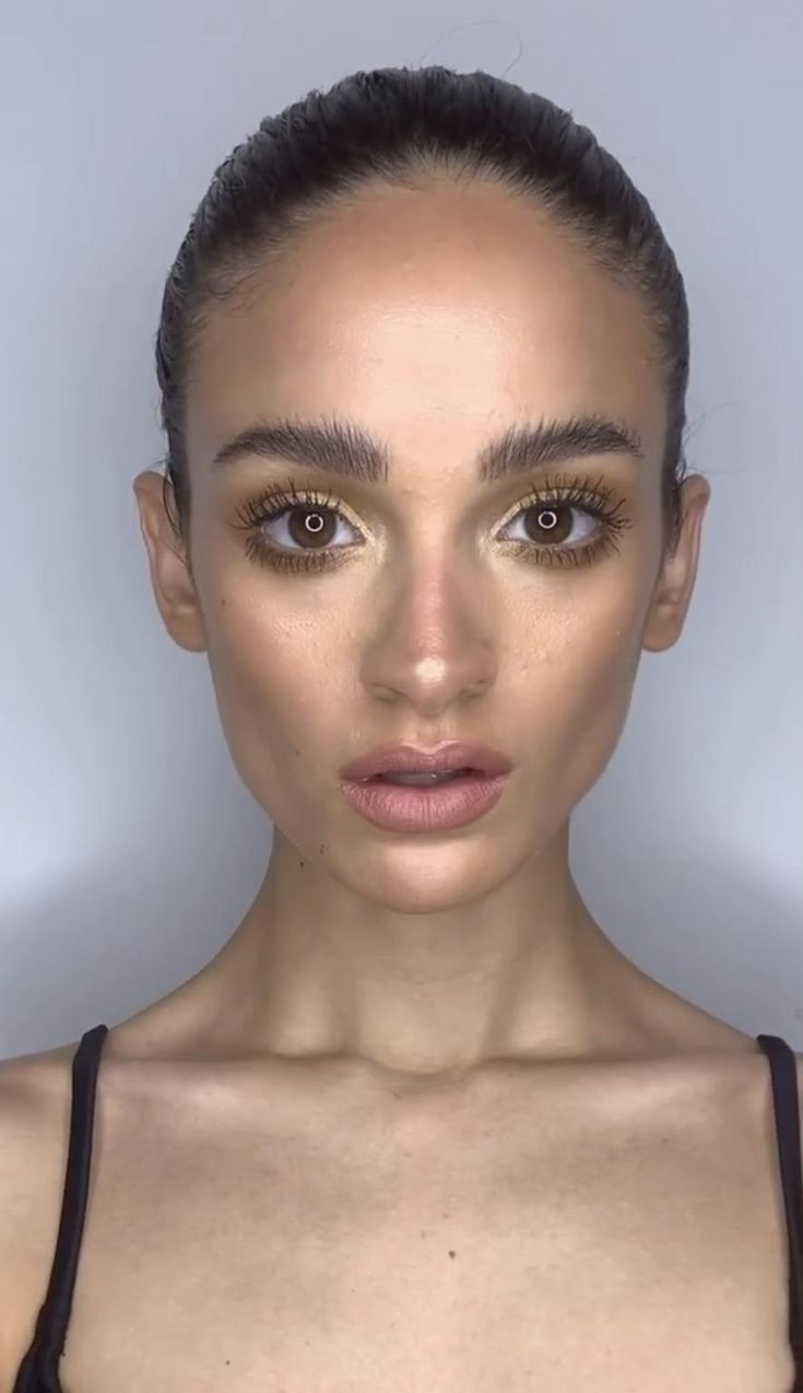 Te dejo una opcion para maquillarte con tonos dorados para navidad🎄 que te parece? Colorful Makeup, Make Up, Holidays, Nails, Decor, Fashion, Formal Eye Makeup, Beautiful Eye Makeup, Simple Makeup