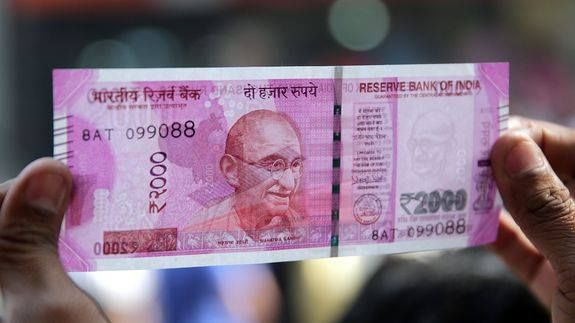 Relax! There's no GPS chip in new Rs 2000 notes Read more Technology News Here --> http://digitaltechnologynews.com  Theres no denying that the new currency notes in India look visually appealing and come with enhanced security features. But they still dont carry a GPS chip despite what everyone is telling you on WhatsApp.   SEE ALSO: Indians sign up for mobile wallets after most cash rendered useless  Indias finance minister Arun Jaitley today confirmed that theres no GPS chip embedded on…
