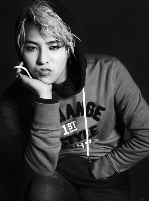 G-Dragon (Kwon Ji-yong) Come visit kpopcity.net for the largest discount fashion store in the world!!