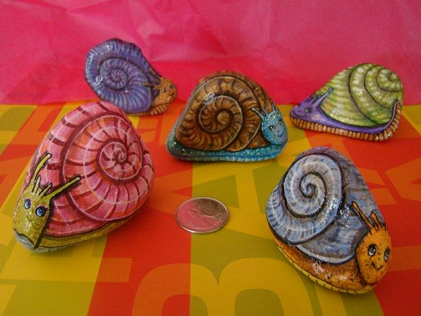 Painted Rocks - Cute snails. Some other great ones in the page, love the unicorns.