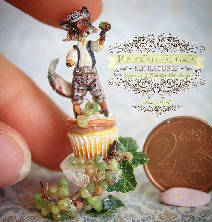 La mia piccolissima Cupcake Fox, ispirata alla scultura di @nobuhappyspooky 🍁🍂 Altre foto nel mio blog 🌟 #polymerclaycreations #polymerclayminiature #handmade #handmade #fimo #fox #grape #uva #mini #minis #miniature #miniatures #miniaturefood #cupcake #sculpt #art #cute #kawaii #volpe #little #tiny #adorable #ミニチュア