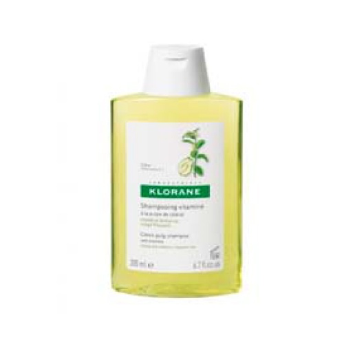 Klorane Shampoo Cedrat - 200 Ml (Shp Cedrat) Shampo vitaminado con pulpa de cidra, preserva el equilibrio del cuero cabelludo y del bulbo piloso. Refuerza el resplandor y el brillo del cabello neutralizando el calcio del agua. Indicado para todos los tipo de cabello.