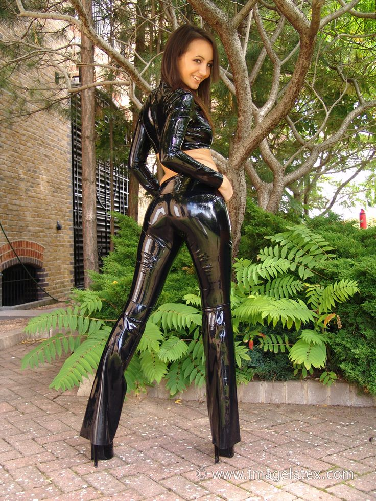 ImageLatex.com: Rachael wears a pair of black latex ...
