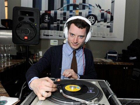 Elijah Wood ejerció de dj de excepción el pasado fin de semana en La 2 de Apolo | PlayGround | Curiosidades Musica