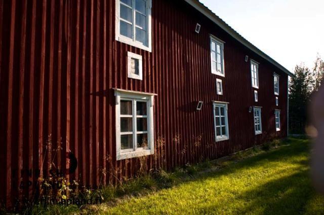 House in the village of Kaukonen, in the municipality of Kittilä in Finnish Lapland. Photo by Jani Kärppä. #filmlapland #finlandlapland #arcticshooting