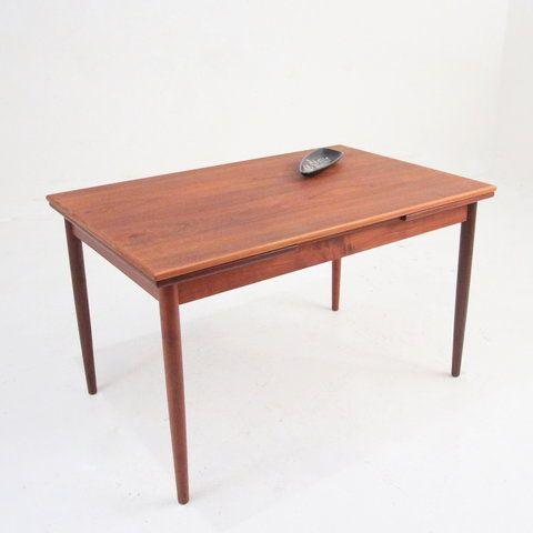 Flot, mindre, nyrenoveret spisebord i teak med udtræk