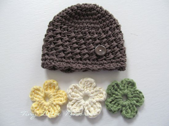 Toddler Crochet Hat With Interchangeable Flowers - no pattern, just idea....CUTE!! love the extra flowers!!!