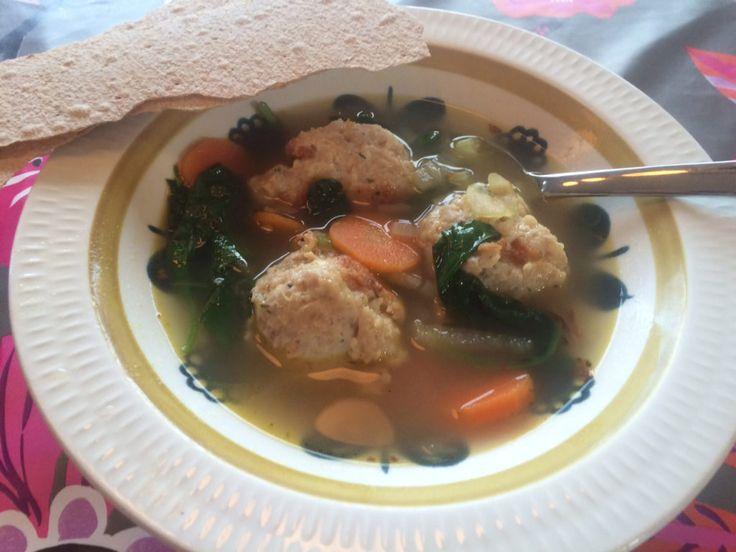 Sommersuppe med kjøttboller og spinat