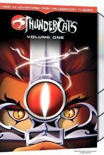 Los ThunderCats deben encontrar un nuevo hogar luego de que su planeta, Thundera, explota. Su viaje cambia cuando sus enemigos, los mutantes, los atacan y dejan a su nave averiada. Y un joven niño debe aprender lo que significa convertirse en un hombre y en el Señor de los ThunderCats, cuando aprende a utilizar los poderes de la Espada del Augurio.