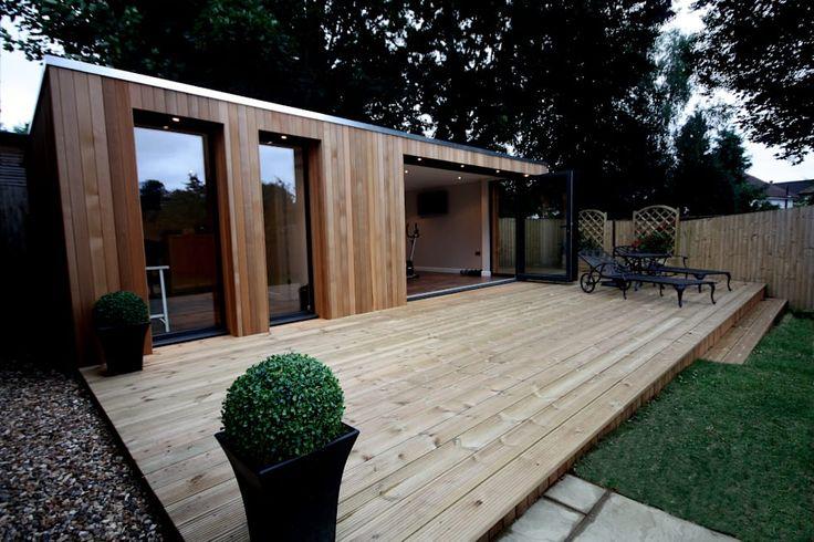 Stunning garden treatment room and gymnasium suite: modern Garden by The Swift Organisation Ltd
