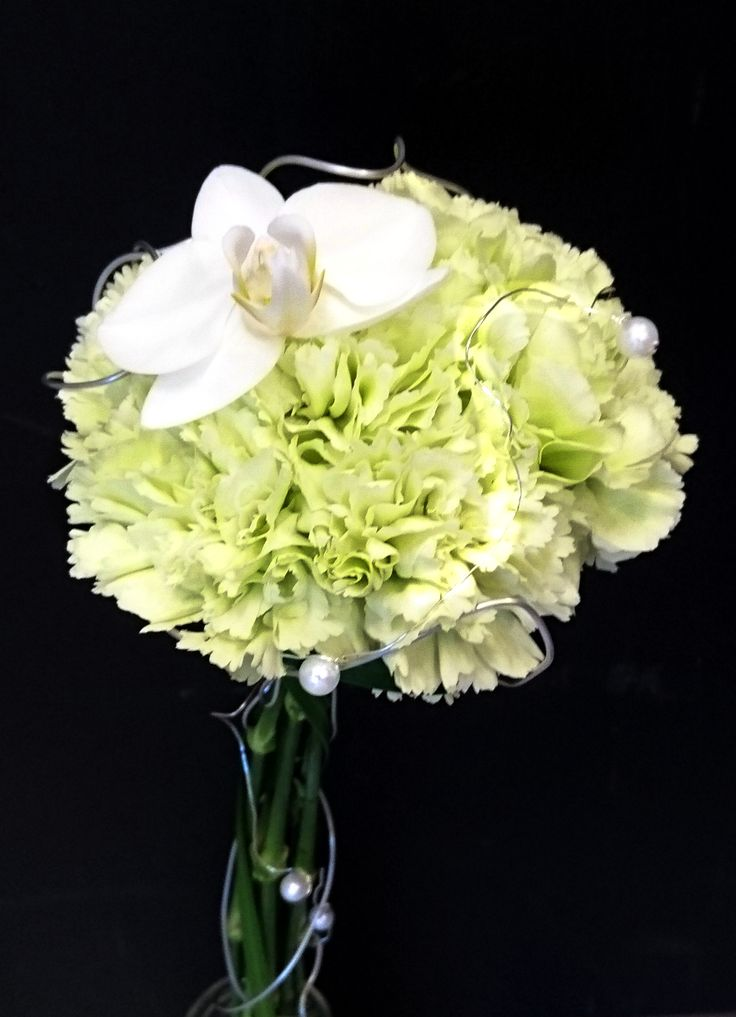 """Neilikat """"nipussa"""" koristelankaa ja orkidea #neilikka #orkidea"""