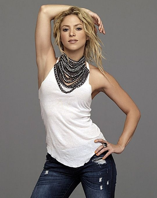 Shakira...love how she does the plain jeans and tank with the necklace.