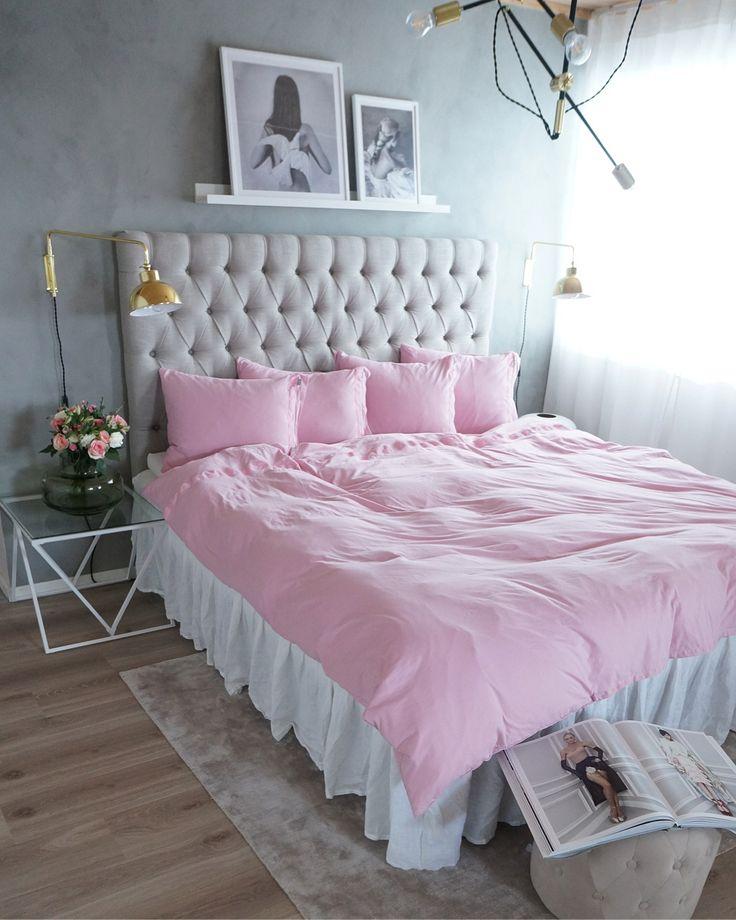 Bildkavalkad från sovrummet svep med nya sängkläder från favoriten @beachhousecompany  { samarbete } Färgen heter blush och är så himla fin  Vi ska sova sååå gott inatt  Men nu väntar fredagsmys med mina 3 gullisar  Makens lasagne står på menyen can't wait  Happy friday  . . . . . . . . . #myhomebycamilla #beachhousecompany #blush #sengetøy #sängkläder #bedlinen #bedroom #bedroominspo #bedroomdecor #design #fashion #myhome #decor #decoration #flowers