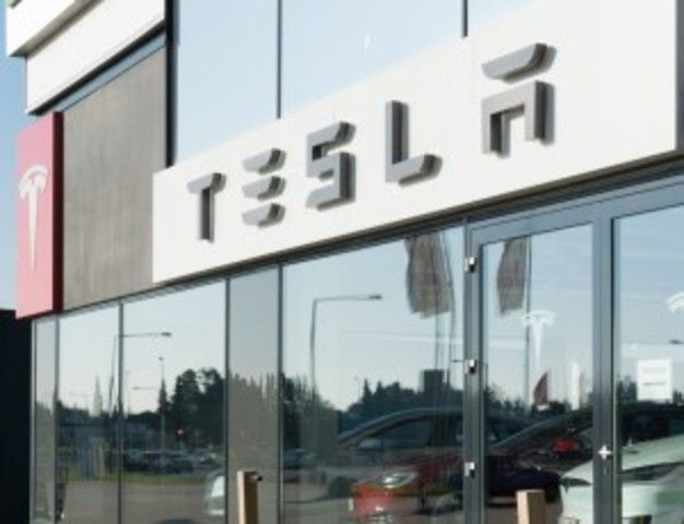 "Tesla Stock $TSLA: Tesla Motors Inc Just Won a Big Lawsuit Buz Investors Tesla Motors Inc Just Won  shares of Tesla Motors Inc (NASDAQ:TSLA) took a major hit last year. TSLA stock dropped below $200.00 as investors priced in effects from a horrific car accident— they believed this accident could be the downfall of Tesla stock. Here's what happened. There was an accident involving Tesla's ""Autopilot"" feature. Since this feature is the cornerstone of driverless car technology, markets…"