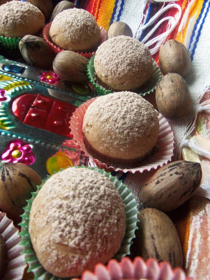 Polvorones De Chocolate Con Nuez / Chocolate Dipped Mexican Wedding Cookies – Hispanic Kitchen