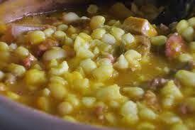 Se puede decir que el locro es uno de los platos típicos más representativos de la cocina argentina. Cada región tiene su versión, pero en t...