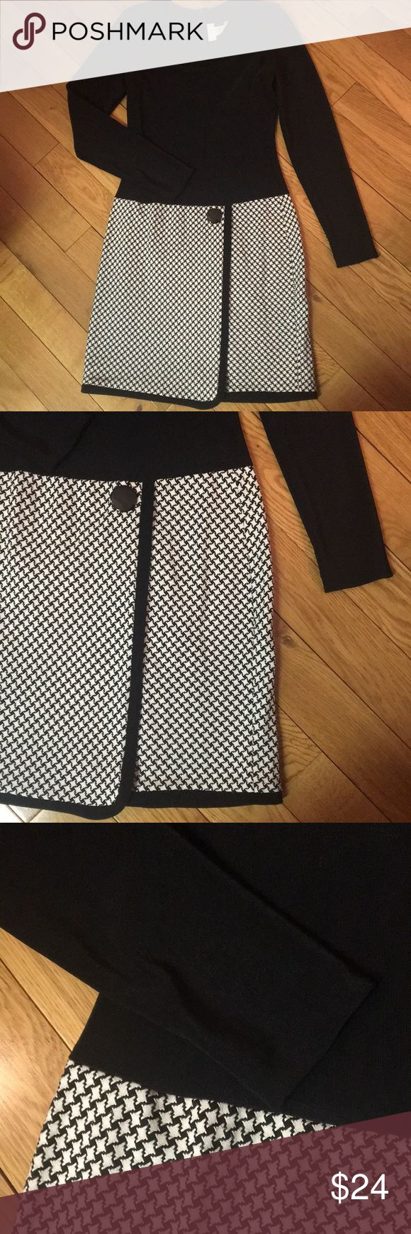 """Expo black and white dress Really cute dress! Women's size 8. Runs small. Pit to pit is 16"""". Waist is 14"""". Fullest part of hip is 19"""". Length from top of shoulder to hem is 36"""". Solid black top with checkered skirt bottom. Bottom overlaps. Top has stretch. Zips up the back. expo Dresses Long Sleeve"""