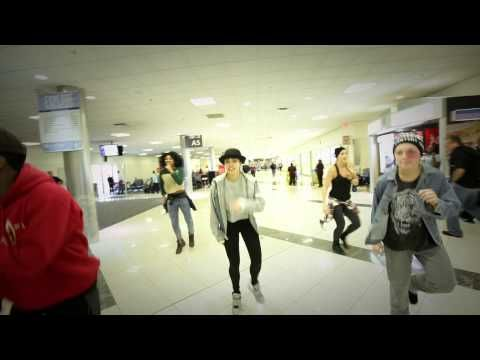 Justin Bieber's backup dancers flight got canceled, so they got up and danced in the airport instead. =D