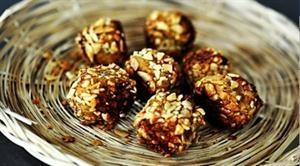 þarf að prufa þessar: Almonds Meals, Health Food, Healthy Snacks, Power Ball, Healthy Eating, Health Tips, Coconut Oil, Bodyrock Recipes, Healthy Recipes