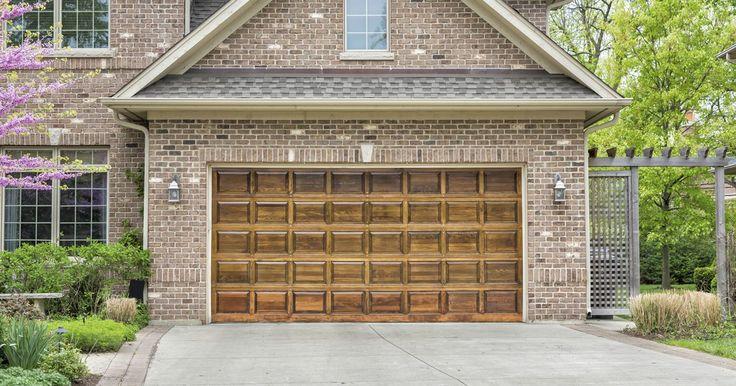 Quais os tamanhos padrão para portões de garagem?. Com a disponibilidade de portões de garagem em, virtualmente, qualquer tamanho, você deve imaginar se existe um padrão para tais medidas. Isto pode ser muito importante por muitas razões. Em alguns casos, é possível descobrir que a altura, largura e até mesmo o peso padrão do portão não são tão padronizados quanto se pensa, assim como os ...