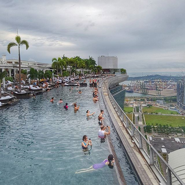 L'incroyable piscine du Marina Bay Sands à Singapour