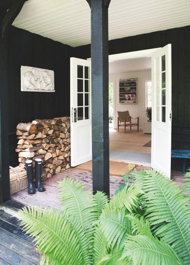 Kom med ind i designeren Ditte Fischers sommerhus, der oser af dansk sommer, når det er allerbedst