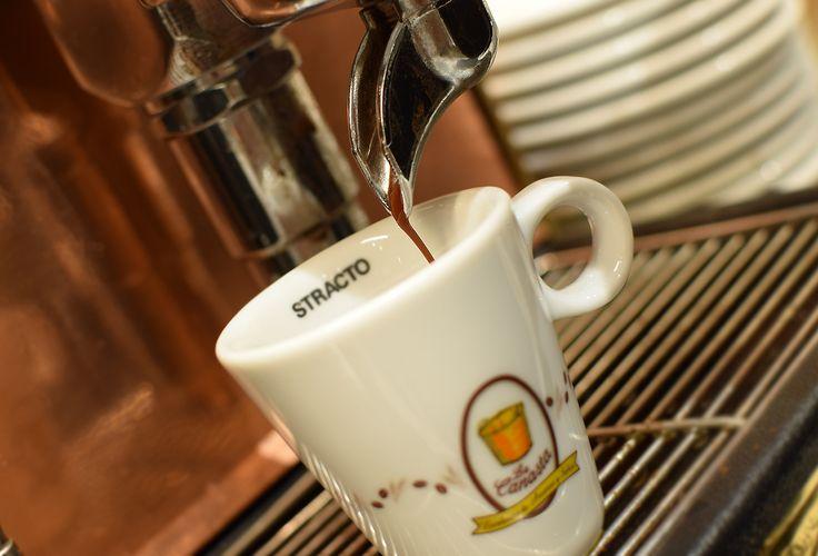 """Según un proverbio turco, """"el café debe ser negro como el infierno, fuerte como la muerte y dulce como el amor"""". #FelizSemana ;-)"""