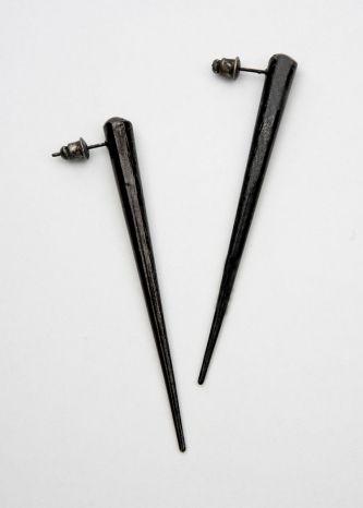 single spike earrings by chrishabana