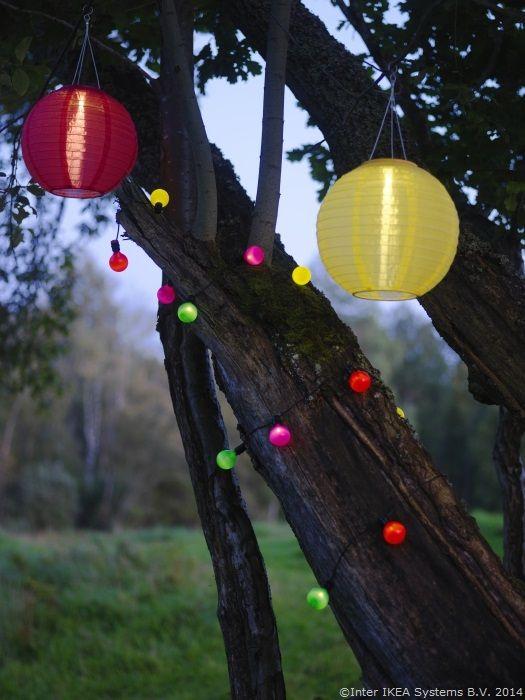 Cum să transformi grădina într-un loc de poveste www.IKEA.ro/iluminare_SOLVINDEN